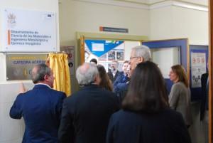 El Director de la planta ACERINOX, Escuela Politécnica Superior Algeicras y Vicerrector Transferencia e Innovación tras descubrir placa.