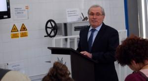 El Director González Siles durante su discurso de inauguración.