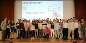 Un total de 50 alumnos del grado de Ingeniería en Tecnologías Industriales presentaron sus propuestas en grupo ante un panel de expertos de la empresa ACERINOX.