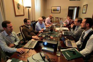 El equipo de dirección en una de las sesiones de trabajo intensivo.