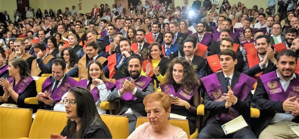 Los alumnos de la 39ª promoción de la EPS de Algeciras se graduan en una ceremonia muy musical